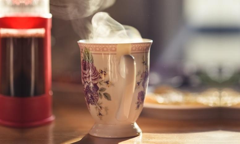 Moon Milk Rezept mit Shatavari, Tasse Heißgetränk